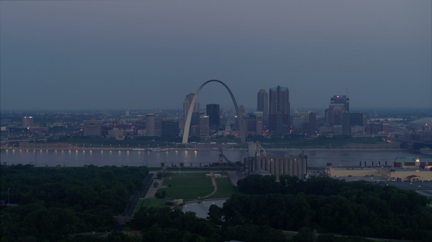 5.7K stock footage aerial video of the Mississippi River, the Gateway Arch, and Downtown St. Louis, Missouri, twilight Aerial Stock Footage | DX0001_000904