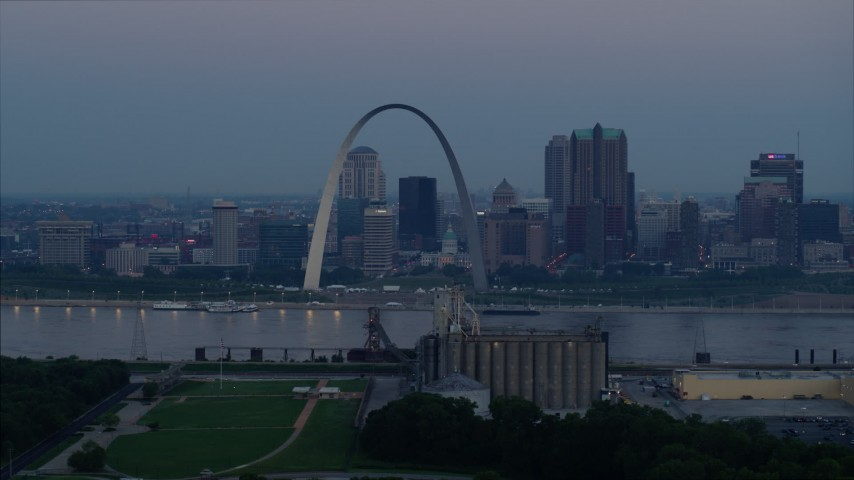 5.7K stock footage aerial video of the famous Arch and Downtown St. Louis, Missouri, skyline at twilight Aerial Stock Footage | DX0001_000908