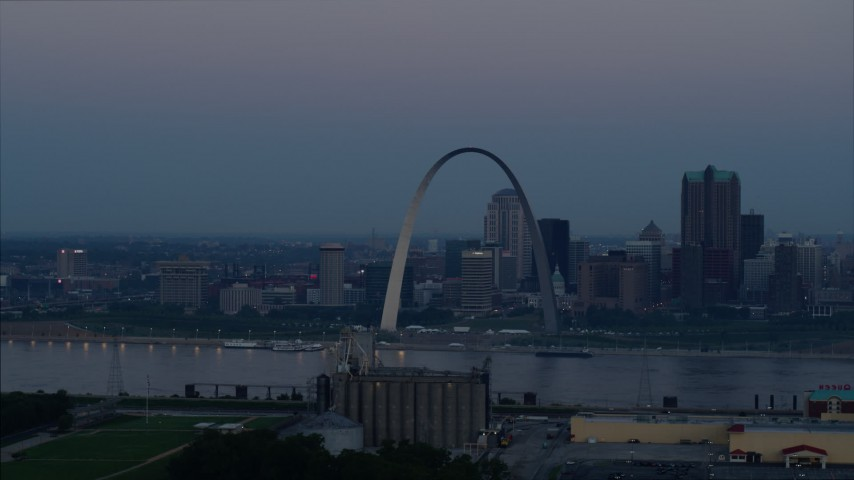 5.7K stock footage aerial video of the famous Gateway Arch and Downtown St. Louis, Missouri, skyline at twilight Aerial Stock Footage | DX0001_000910