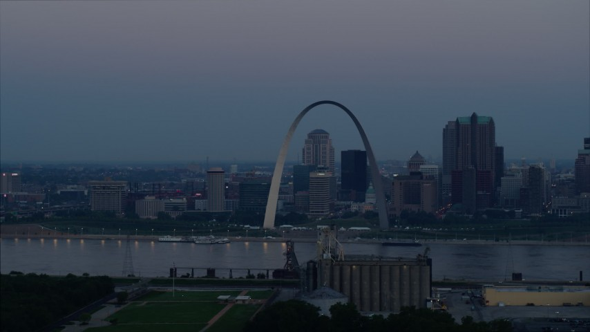 5.7K aerial video of the Gateway Arch and the skyline of Downtown St. Louis, Missouri, at twilight Aerial Stock Footage | DX0001_000911