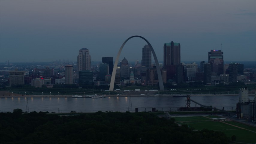 5.7K stock footage aerial video of the Gateway Arch and the skyline of Downtown St. Louis, Missouri, at twilight Aerial Stock Footage | DX0001_000912