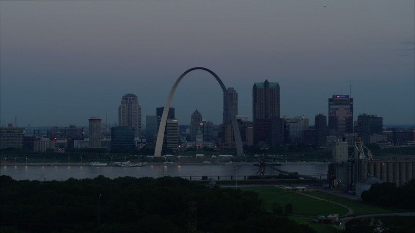 5.7K aerial video flyby Gateway Arch and the skyline of Downtown St. Louis, Missouri, at twilight Aerial Stock Footage | DX0001_000913