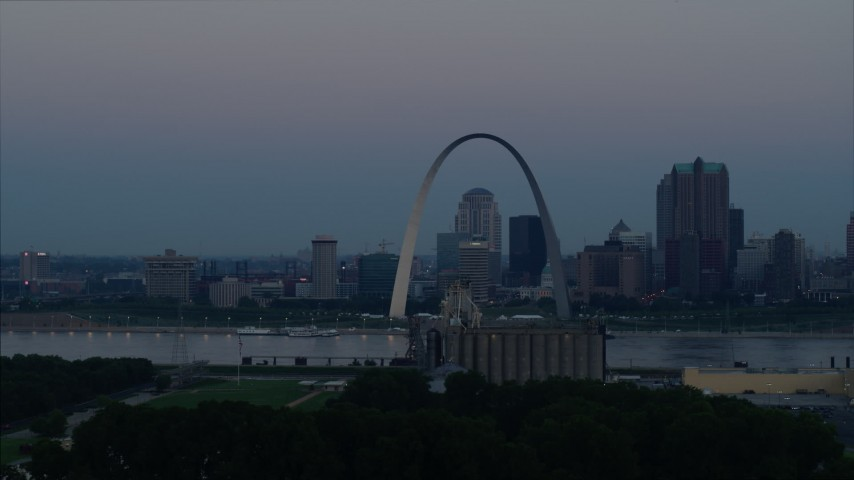 5.7K stock footage aerial video flyby Gateway Arch and the skyline of Downtown St. Louis, Missouri, at twilight Aerial Stock Footage | DX0001_000914