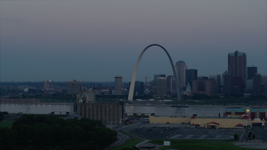 5.7K stock footage aerial video of passing the Gateway Arch and the skyline of Downtown St. Louis, Missouri, at twilight Aerial Stock Footage | DX0001_000915
