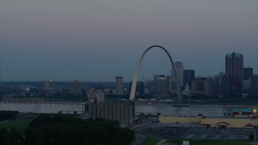 5.7K aerial video of the Gateway Arch and the skyline of Downtown St. Louis, Missouri, at twilight Aerial Stock Footage | DX0001_000916