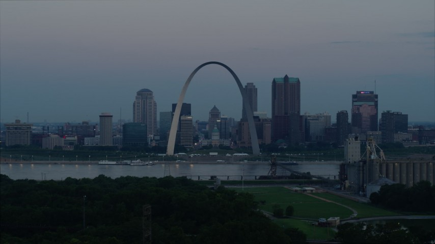 5.7K stock footage aerial video of the Gateway Arch and the skyline of Downtown St. Louis, Missouri, at twilight Aerial Stock Footage | DX0001_000918