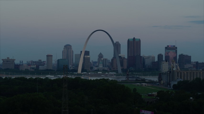 5.7K stock footage aerial video of the Gateway Arch and the skyline of Downtown St. Louis, Missouri, at twilight while ascending Aerial Stock Footage | DX0001_000920