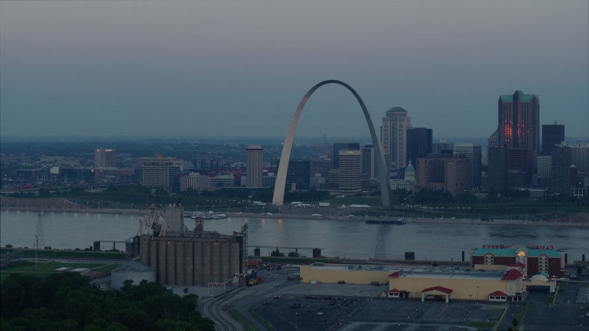 5.7K stock footage aerial video of the Gateway Arch in Downtown St. Louis, Missouri, across the Mississippi River at sunrise Aerial Stock Footage | DX0001_000922