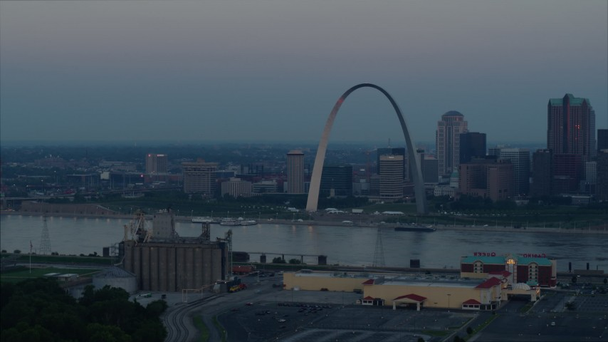 5.7K stock footage aerial video of the Gateway Arch and Downtown St. Louis, Missouri, across the Mississippi River at sunrise Aerial Stock Footage | DX0001_000923