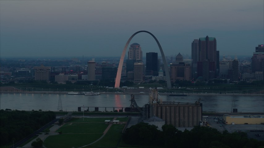 5.7K stock footage aerial video of the Gateway Arch and Downtown St. Louis, Missouri, beside the Mississippi River at sunrise Aerial Stock Footage DX0001_000924