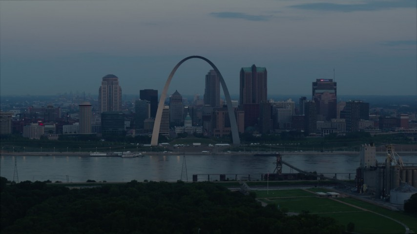 5.7K aerial video flyby Gateway Arch and Downtown St. Louis, Missouri, beside the Mississippi River at sunrise Aerial Stock Footage | DX0001_000925