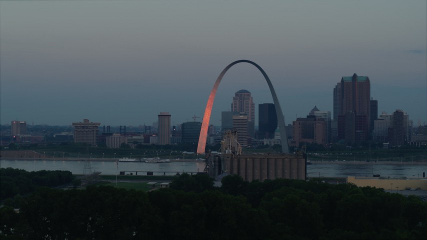 5.7K stock footage aerial video of the Arch reflecting sunlight in Downtown St. Louis, Missouri, at sunrise Aerial Stock Footage | DX0001_000927