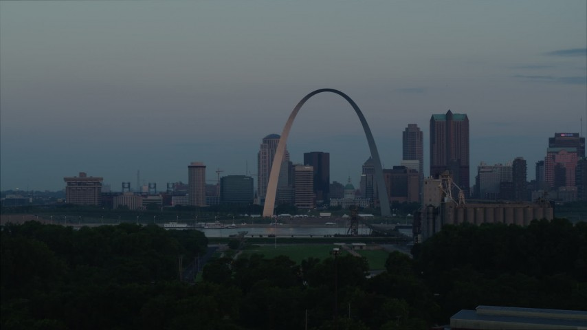 5.7K stock footage aerial video of a view of the Gateway Arch reflecting sunlight in Downtown St. Louis, Missouri, at sunrise Aerial Stock Footage | DX0001_000929