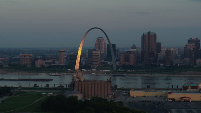 5.7K aerial video of sunlight reflected off the Gateway Arch in Downtown St. Louis, Missouri, at sunrise Aerial Stock Footage | DX0001_000931