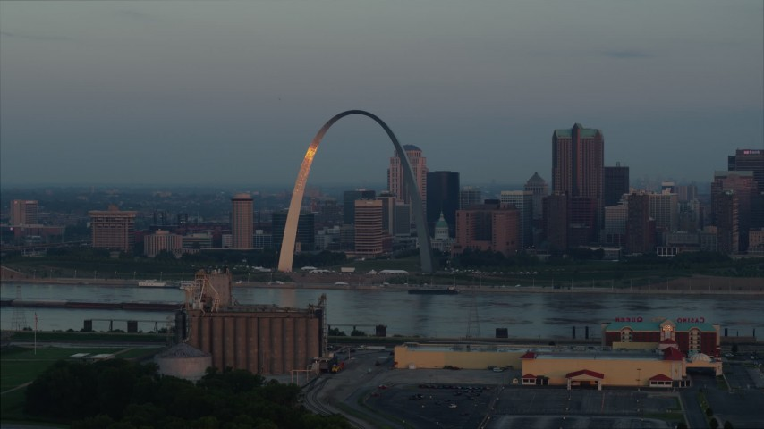 5.7K aerial video the Gateway Arch reflecting sunlight in Downtown St. Louis, Missouri, at sunrise Aerial Stock Footage | DX0001_000932