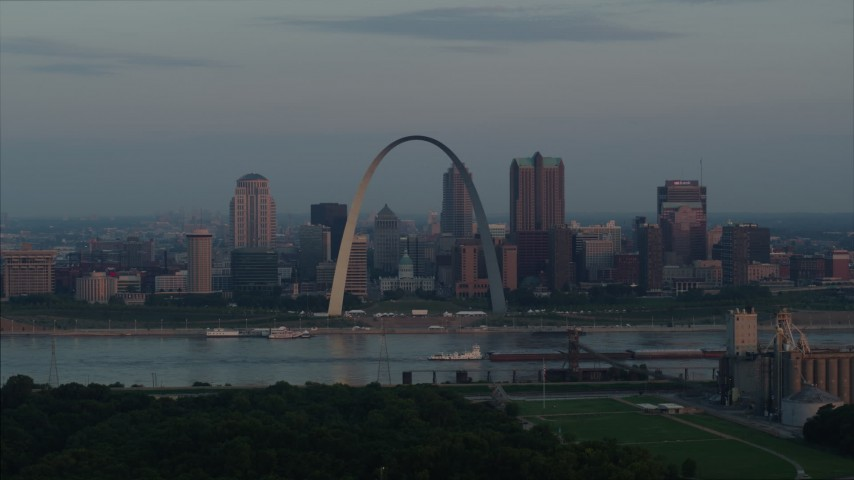5.7K stock footage aerial video of a view of the Gateway Arch by the Mississippi River at sunrise in Downtown St. Louis, Missouri Aerial Stock Footage | DX0001_000937
