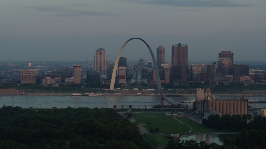 5.7K aerial video of the Gateway Arch by the Mississippi River at sunrise in Downtown St. Louis, Missouri Aerial Stock Footage | DX0001_000938