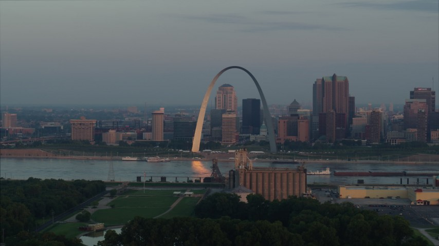 5.7K stock footage aerial video of the St. Louis Arch by the Mississippi River at sunrise in Downtown St. Louis, Missouri Aerial Stock Footage | DX0001_000939