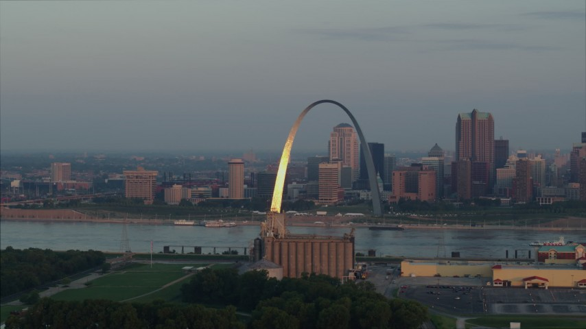 5.7K aerial video of sunlight on the St. Louis Arch by the river at sunrise in Downtown St. Louis, Missouri Aerial Stock Footage DX0001_000941