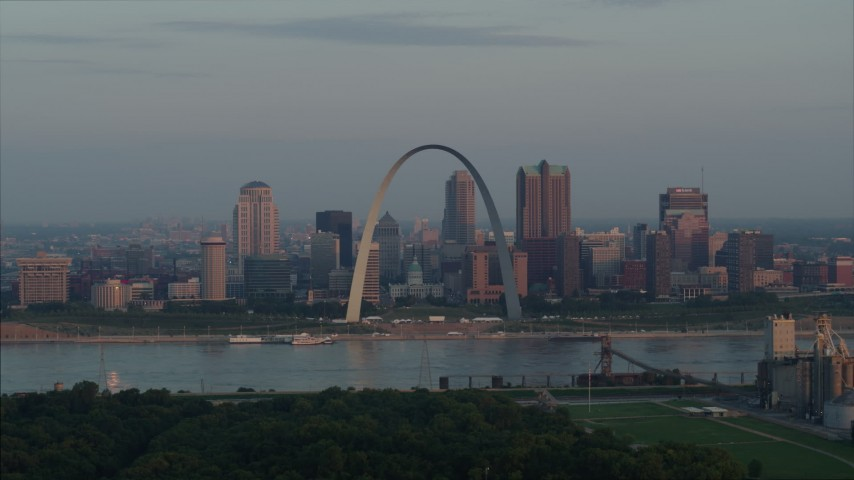5.7K stock footage aerial video of the St. Louis Arch overlooking the river at sunrise in Downtown St. Louis, Missouri Aerial Stock Footage | DX0001_000943
