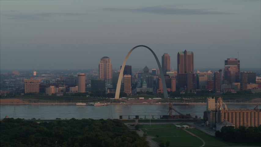5.7K stock footage aerial video of the St. Louis Arch and the city skyline at sunrise in Downtown St. Louis, Missouri Aerial Stock Footage | DX0001_000944
