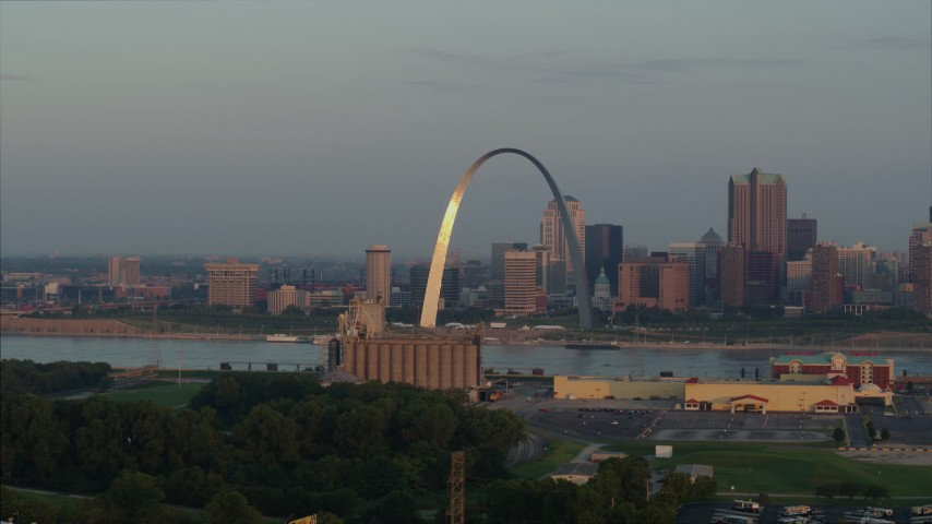 5.7K stock footage aerial video of the St. Louis Arch while descending at sunrise in Downtown St. Louis, Missouri Aerial Stock Footage | DX0001_000946