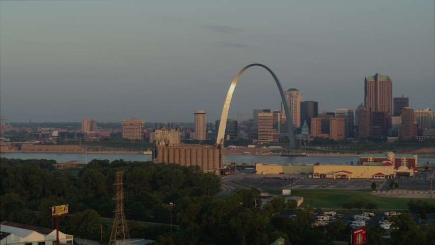 5.7K stock footage aerial video of morning sunlight reflecting off the St. Louis Arch in Downtown St. Louis, Missouri Aerial Stock Footage | DX0001_000952