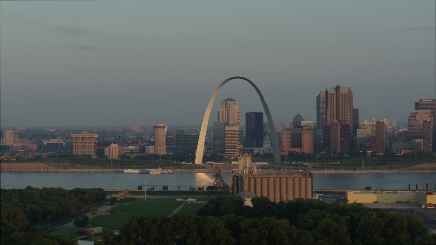 5.7K stock footage aerial video of morning sunlight reflecting off the Gateway Arch in Downtown St. Louis, Missouri Aerial Stock Footage | DX0001_000953
