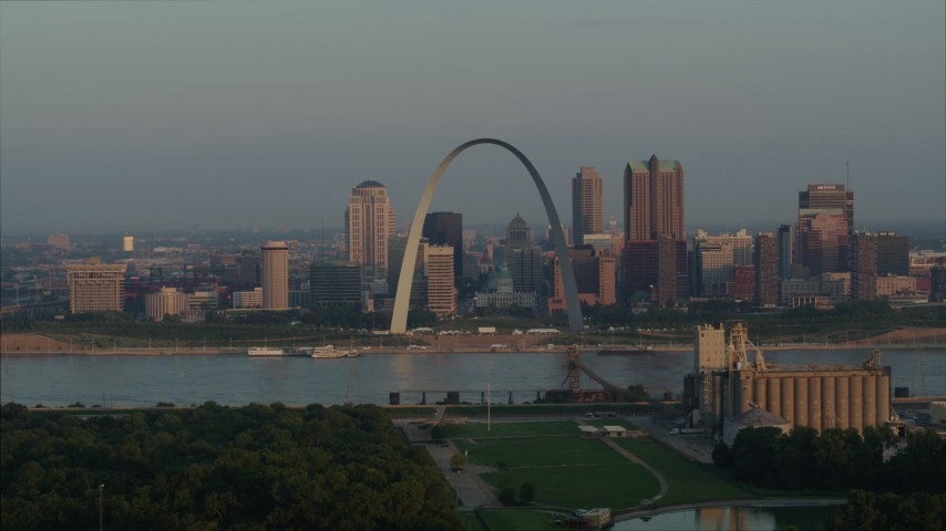 5.7K stock footage aerial video of the Gateway Arch and city skyline in the morning, Downtown St. Louis, Missouri Aerial Stock Footage | DX0001_000954