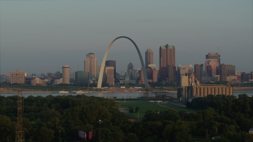 5.7K stock footage aerial video of the Gateway Arch in the morning while ascending from I-55, Downtown St. Louis, Missouri Aerial Stock Footage | DX0001_000956
