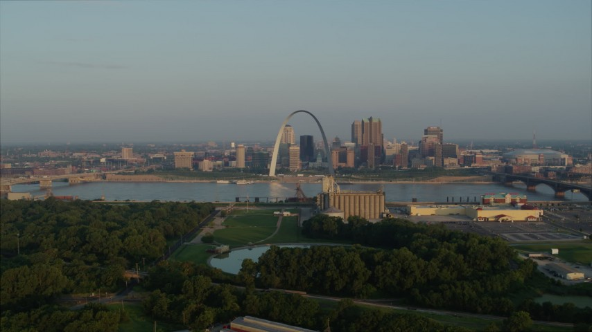 5.7K stock footage aerial video flyby park with view of the Gateway Arch in the morning, Downtown St. Louis, Missouri Aerial Stock Footage | DX0001_000961