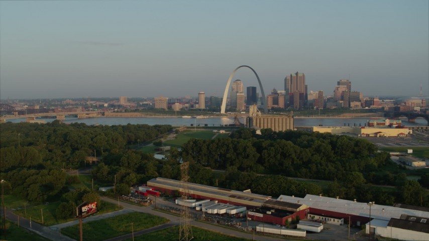 5.7K stock footage aerial video flyby park with view of the Gateway Arch in the morning, Downtown St. Louis, Missouri Aerial Stock Footage | DX0001_000964