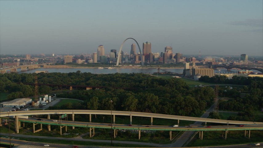 5.7K stock footage aerial video of light traffic on I-55 and the Gateway Arch in the morning, Downtown St. Louis, Missouri Aerial Stock Footage | DX0001_000968