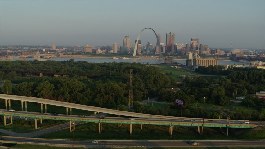 5.7K stock footage aerial video of light traffic on I-55 and the Gateway Arch at sunrise, Downtown St. Louis, Missouri Aerial Stock Footage | DX0001_000969