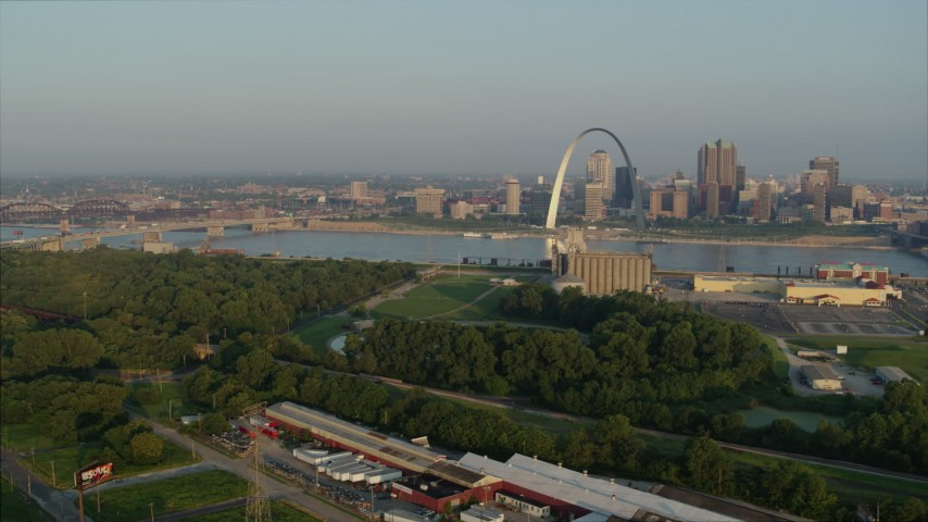 5.7K stock footage aerial video of the Gateway Arch at sunrise, Downtown St. Louis, Missouri Aerial Stock Footage | DX0001_000971