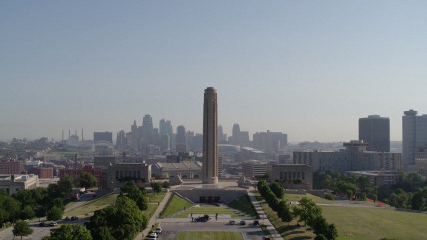5.7K stock footage aerial video fly away from the WWI memorial and skyline in Kansas City, Missouri, and descend Aerial Stock Footage | DX0001_001074