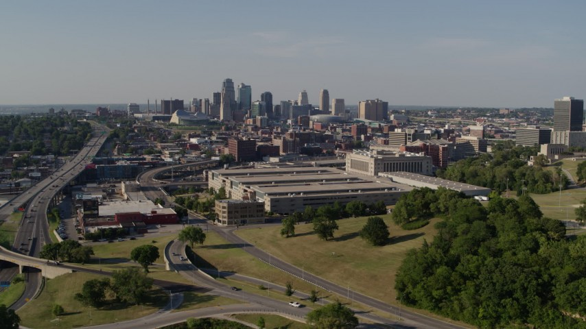 5.7K stock footage aerial video of a government office building and city skyline in background, Downtown Kansas City, Missouri Aerial Stock Footage | DX0001_001119