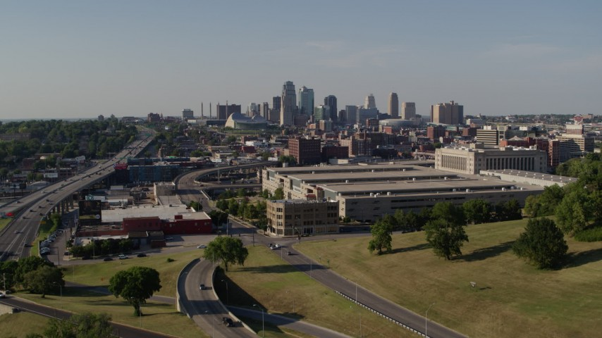 5.7K stock footage aerial video ascend toward a government office building and city's skyline, Downtown Kansas City, Missouri Aerial Stock Footage | DX0001_001129