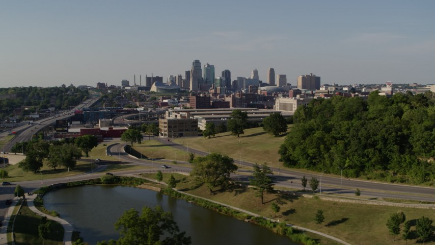 5.7K stock footage aerial video ascend for view of a government building and city's skyline, Downtown Kansas City, Missouri Aerial Stock Footage   DX0001_001132