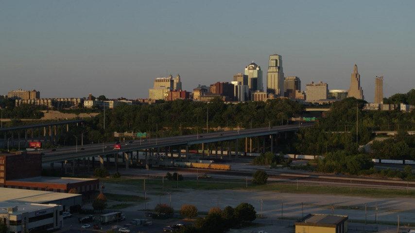 5.7K stock footage aerial video of the skyline at sunset while descending in Downtown Kansas City, Missouri Aerial Stock Footage | DX0001_001168