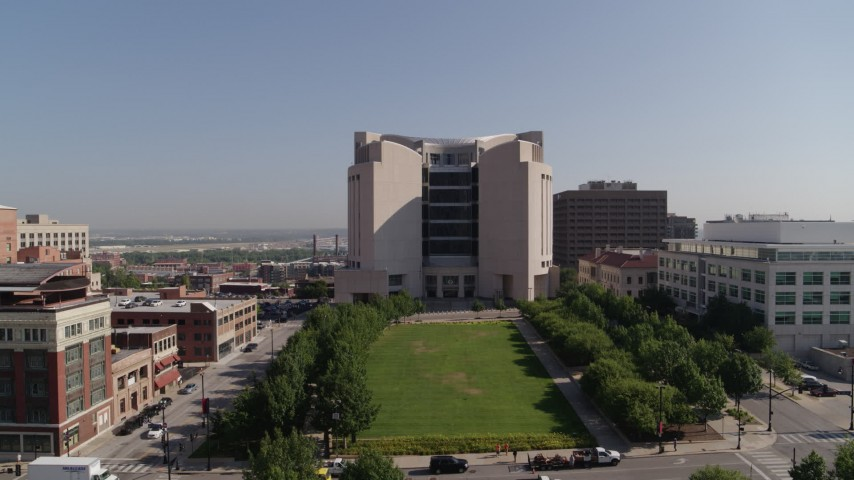 5.7K stock footage aerial video of a stationary view of a federal courthouse in Downtown Kansas City, Missouri Aerial Stock Footage | DX0001_001305