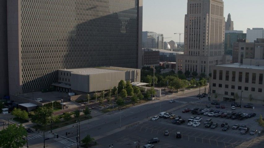 5.7K stock footage aerial video fly away from entrance to a government office building in Downtown Kansas City, Missouri Aerial Stock Footage | DX0001_001328