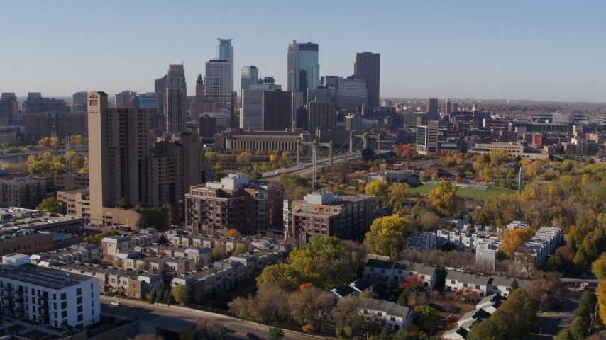 5.7K stock footage aerial video descend by complex with view of skyline in Downtown Minneapolis, Minnesota Aerial Stock Footage | DX0001_002123