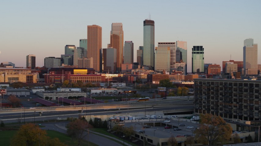 5.7K stock footage aerial video ascend from park to focus on the city's skyline at sunset, Downtown Minneapolis, Minnesota Aerial Stock Footage | DX0001_002233