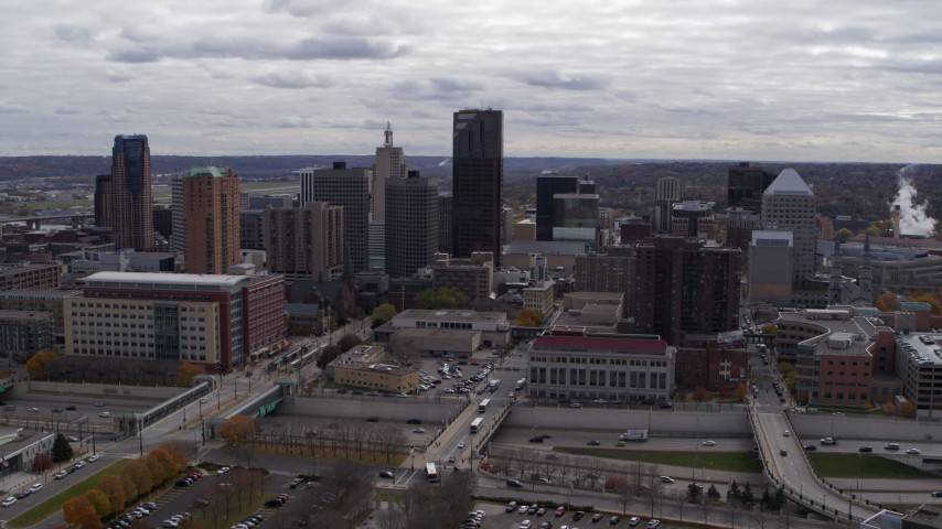 5.7K stock footage aerial video of descending with view of the city's downtown skyline in Downtown Saint Paul, Minnesota Aerial Stock Footage | DX0001_002415