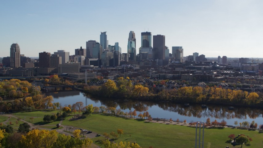 5.7K stock footage aerial video of the city skyline seen while descending by riverside park, Downtown Minneapolis, Minnesota Aerial Stock Footage | DX0001_002465