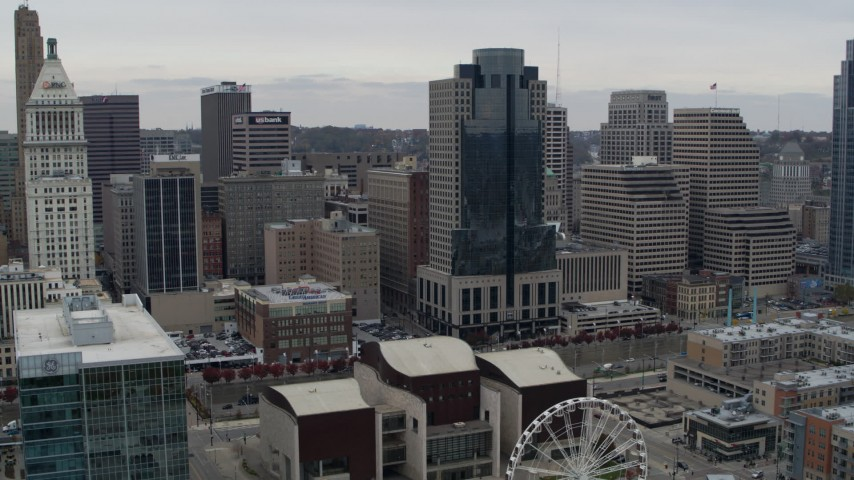 5.7K stock footage aerial video of a reverse view the Scripps Center skyscraper, reveal Ferris wheel in Downtown Cincinnati, Ohio Aerial Stock Footage | DX0001_002677