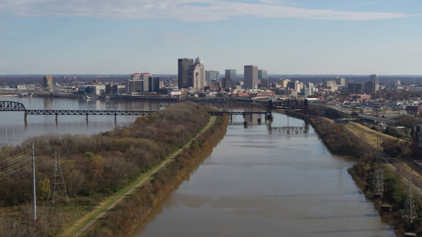 5.7K aerial video flying by river with view of the city's skyline in Downtown Louisville, Kentucky Aerial Stock Footage | DX0001_002997