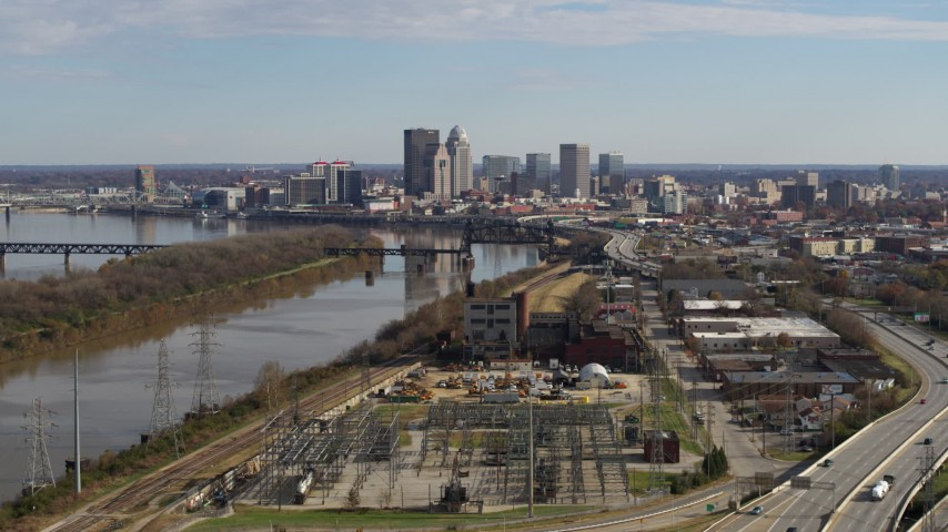 5.7K aerial video passing by the river with view of the city's skyline in Downtown Louisville, Kentucky Aerial Stock Footage | DX0001_002998