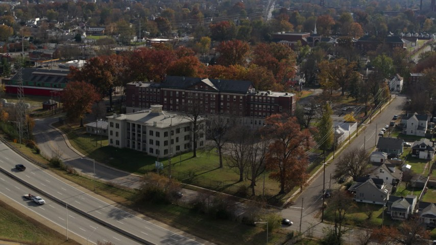 5.7K aerial video of a health clinic behind historic hospital in Louisville, Kentucky Aerial Stock Footage | DX0001_003006